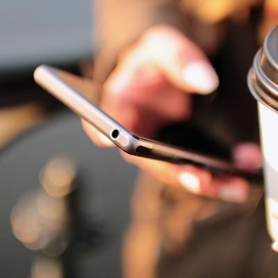 Terceirize motoboys: empresas especializadas neste serviço de logística. Os aplicativos de delivery investem milhões em marketing. Tenha seu próprio e-commerce ou aplicativo. Invista em redes sociais. Conheça o perfil dos seus clientes.
